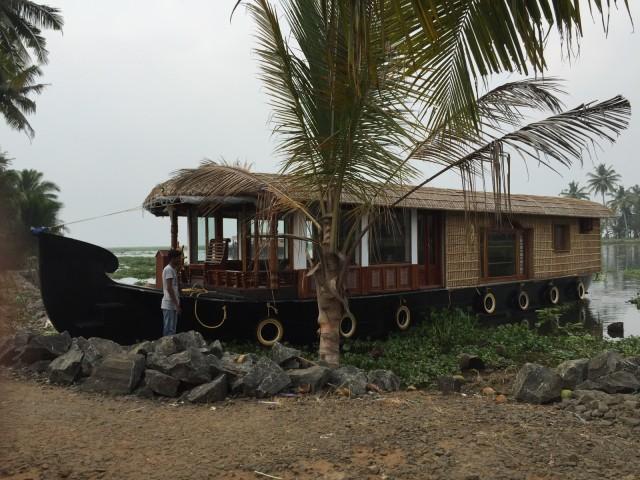 我々の乗ったシングル家族用のhouse boat。