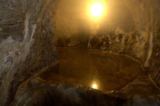 新明館の「穴風呂」