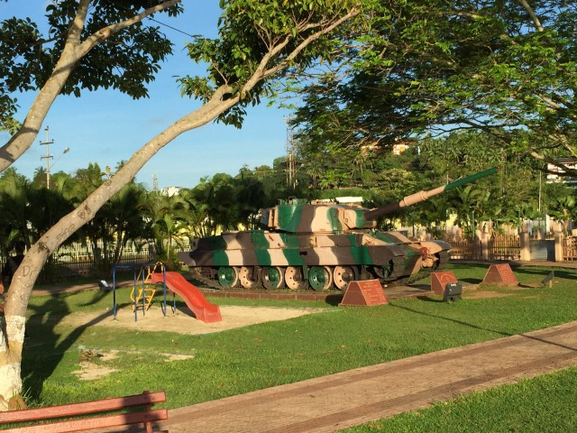 さすがインド国防の要衝だけあって、戦車も公園の遊具に(?)